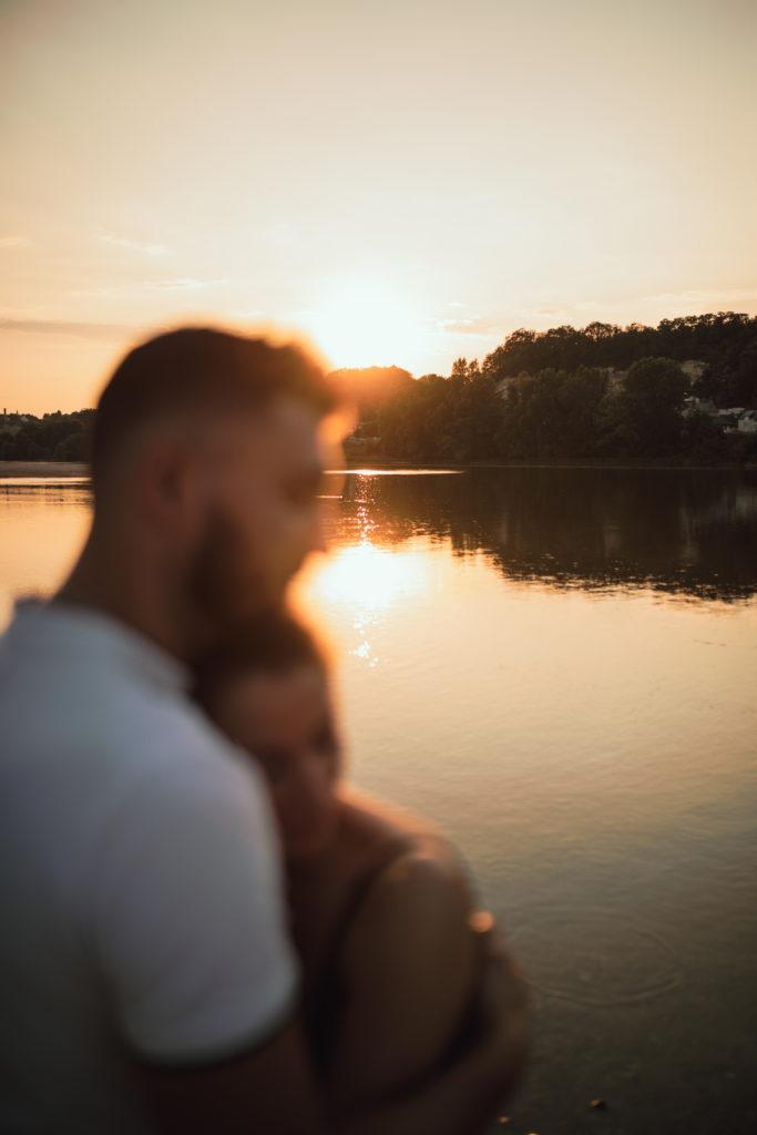 Engagement en Touraine, sunset time