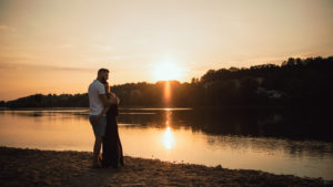 Engagement en Touraine, sunset time